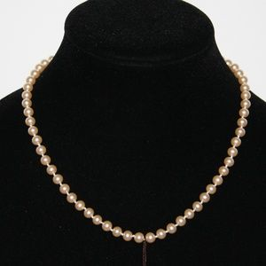 """Vintage faux pearls by Hugo necklace 17"""" NWT"""